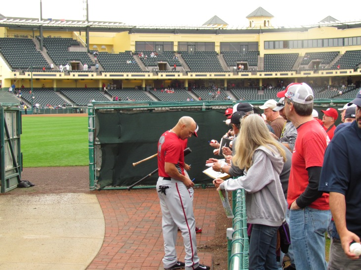 Scott Hairston signing autographs
