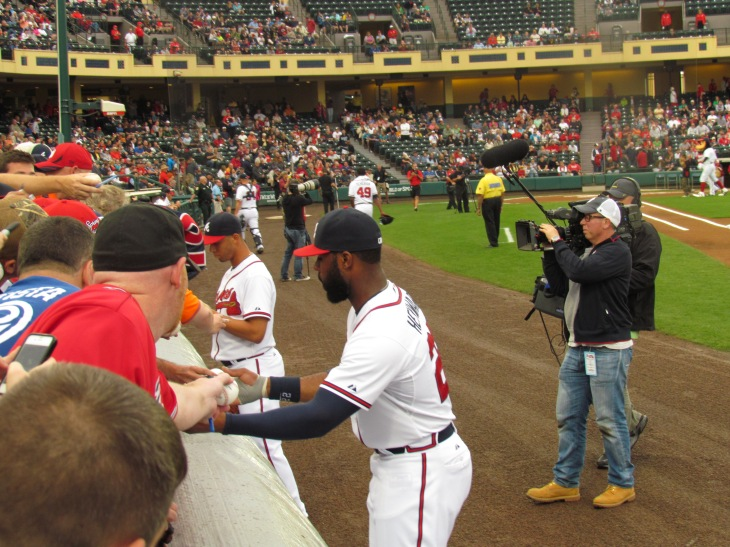 Jason Heyward and Andrelton Simmons signing for the fans