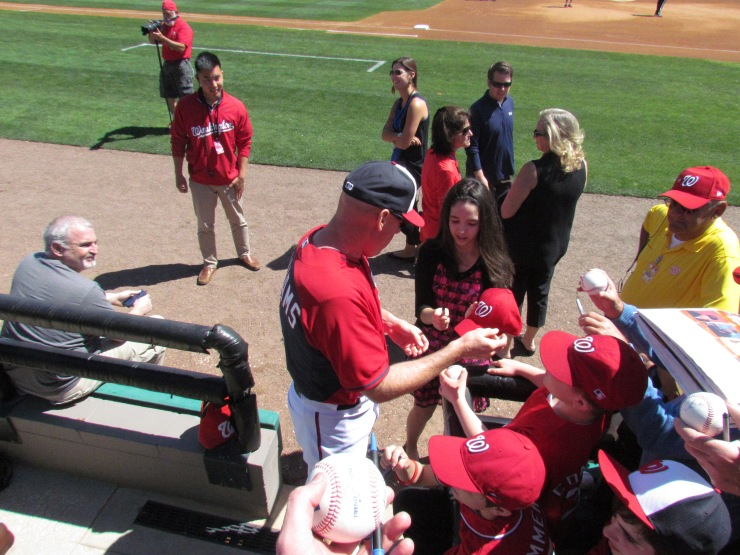 Matt Williams signing autographs