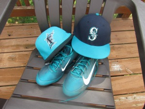 Mariners, Marlins hat with teal cleats