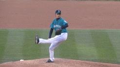 Iwakuma pitching