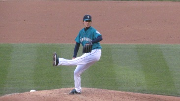 Iwakuma pitching