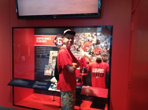 Paul at the Newseum exhibit