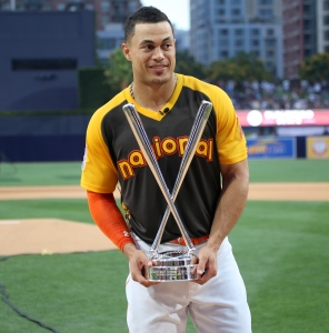 Giancarlo Stanton holds up the T-Mobile #HRDerby trophy.